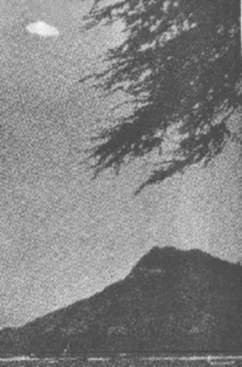 Early Photograph of a UFO sighting 1959