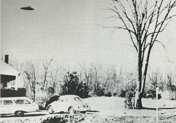 Barber Zanesville Ohio : UFO Photo : Zanesville, Ohio, USA - November 13, 1966